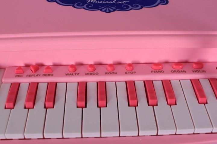 Пиано с микрофон