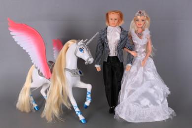 К-т Кукли Младоженци със чупещи се стави и еднорог