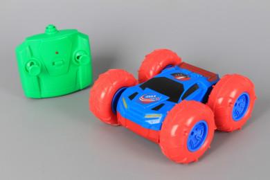 Радиоуправляема кола каскадьор с две страни (зареждащи се батерии)