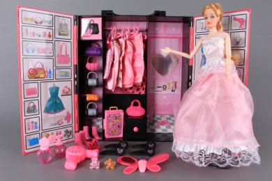 Кукла с куфар-гардероб