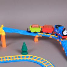 Влак с два вагона и ЖП спирка-звук и светлина
