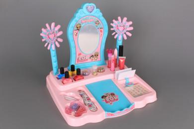 Тоалетка с гримове и студио за маникюр