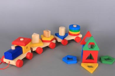 Дървено влакче-сортер