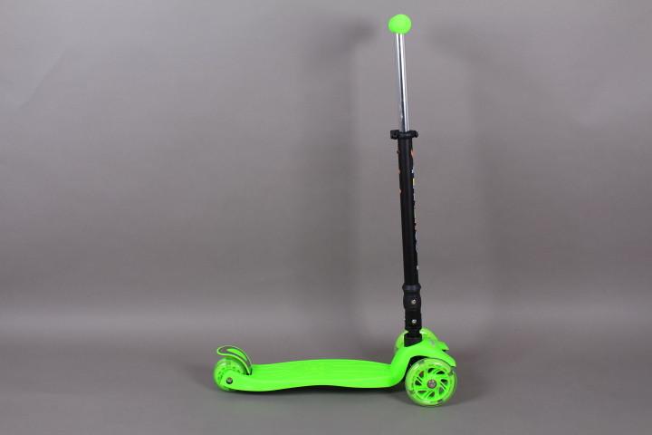 Тротинетка с 3 светещи колела-сгъваема