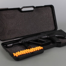Метален автомат с меки куршуми в куфарче