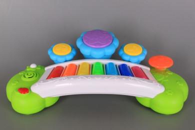 Пиано със светещи тъч клавиши