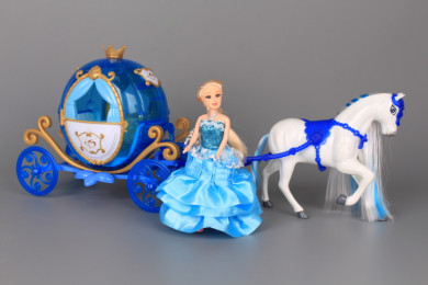 Кукла с каляска и конче