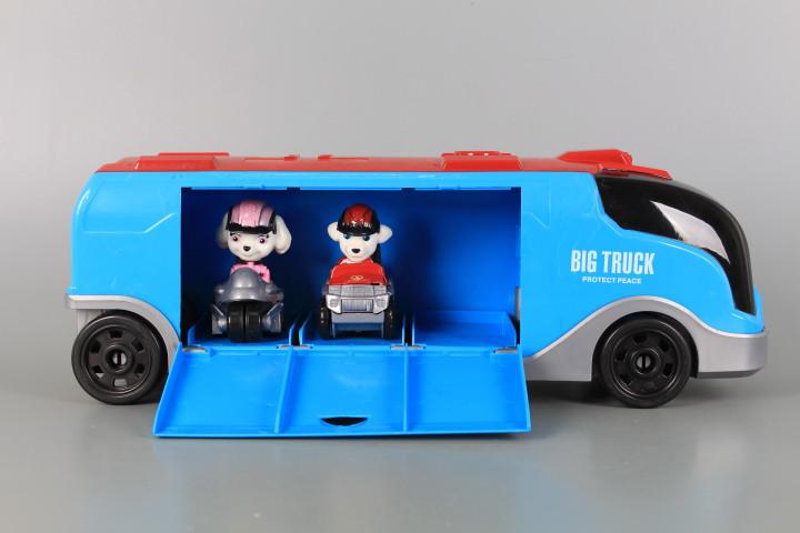 К-т Камион, две кученца и две коли