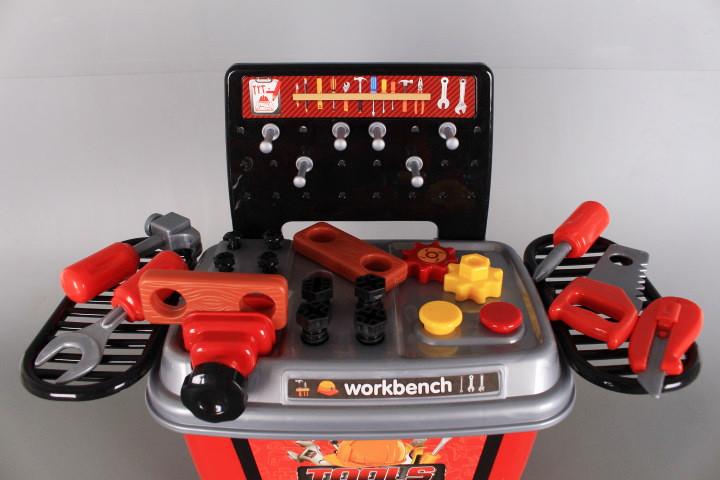 Количка-работилница с инструменти