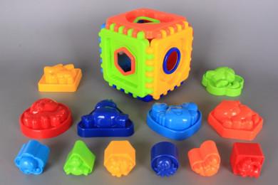 Кубче-пъзел с формички