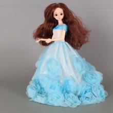 Кукла с чупещи се стави