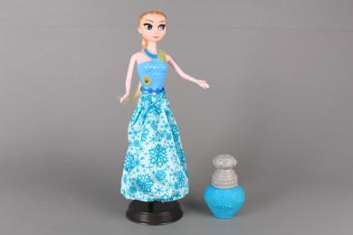 Кукла с блузка сменяща цвета си