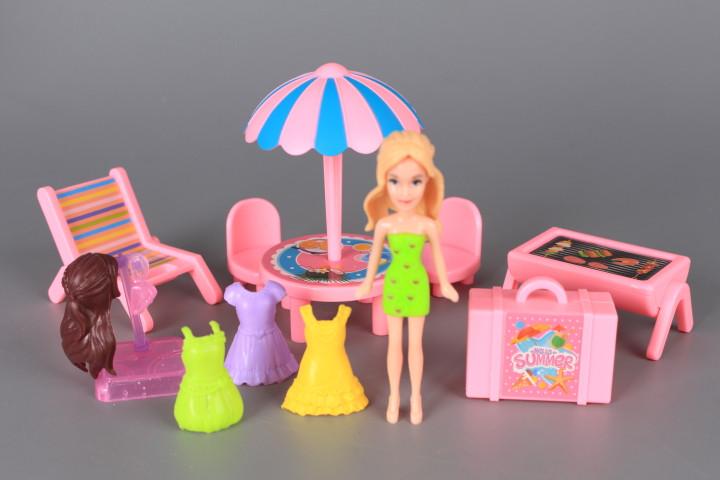 Кемпер, обзавеждане и кукла