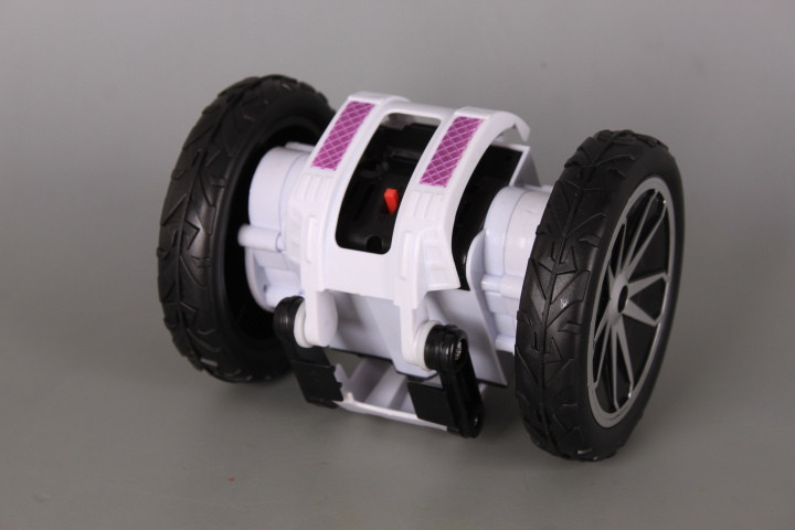 Радиоуправляем Космически скитник със зареждащи се батерии