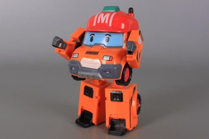Трансформер робот-камион
