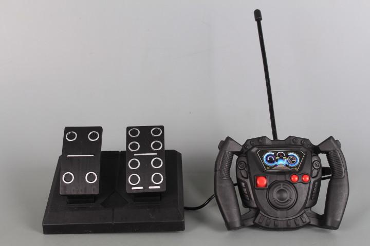 Радиоуправляем болид с волан, педали и зареждащи се батерии