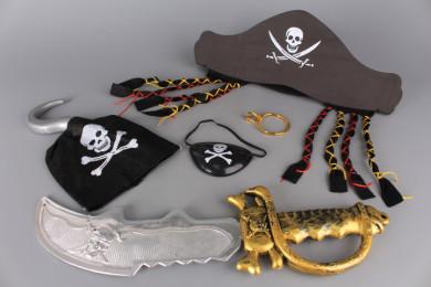 Пиратски комплект