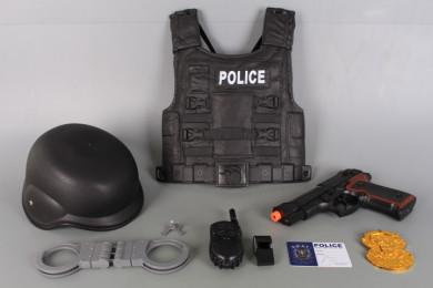 Полицейски комплект с пистолет, бронежилетка и каска