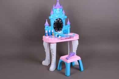 Тоалетка със столче и магически жезъл