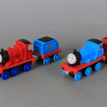 Метални локомотивчета и вагончета-4 бр
