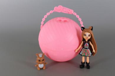 Отварящо се топче с изненада-Кукла и животинче