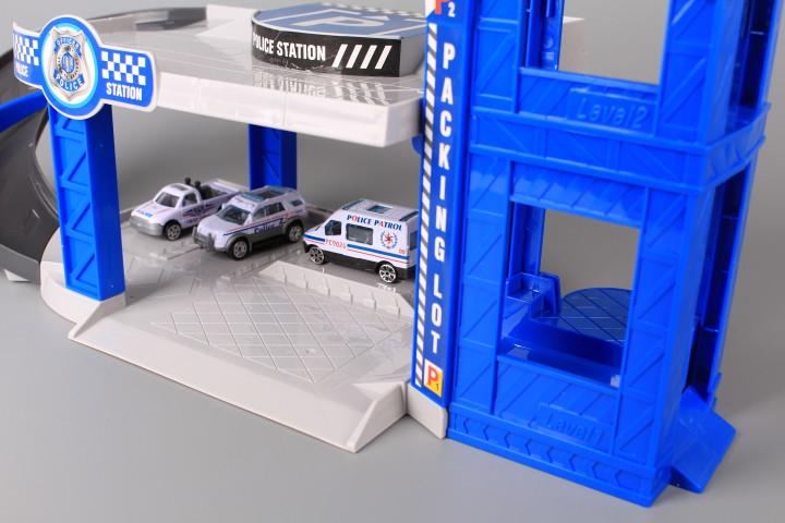 Полицейски паркинг на два етажа с елеватор и четири метални машини
