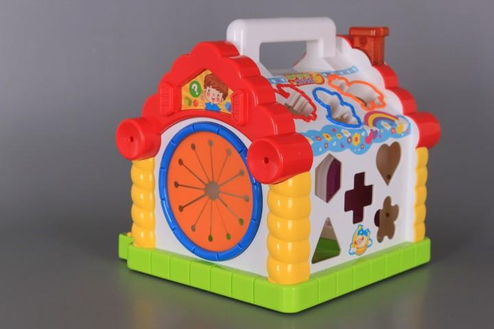 Занимателна къщичка с формички