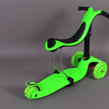 Тротинетка със седалка, светещи колела и родителски контрол