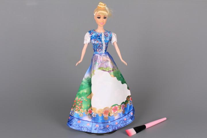 Кукла с магическа рокля