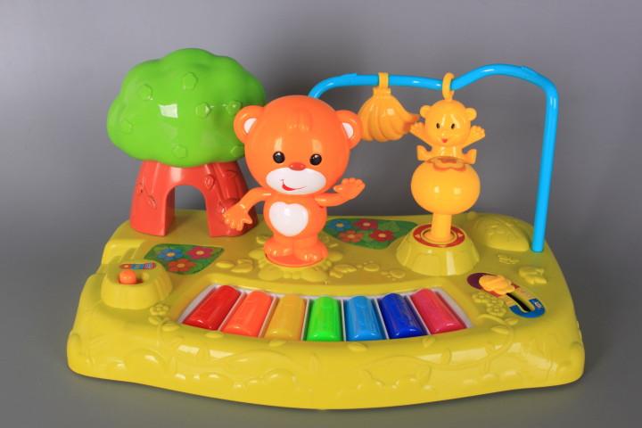 Пиано с мече и светещи тъч клавиши