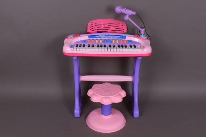 Светеща йоника със столче и микрофон
