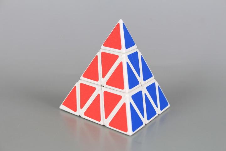 Магическа пирамида