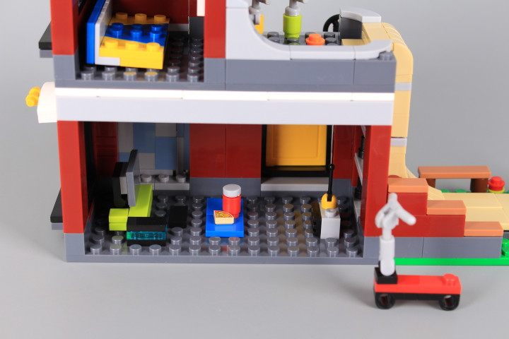 Конструктор Къща с рампа за скейтборд (3 в 1)-434 елемента