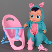 Бебе със стол за хранене