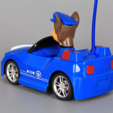 Радиоуправляема кола с патрулиращо кученце и зареждащи батерии