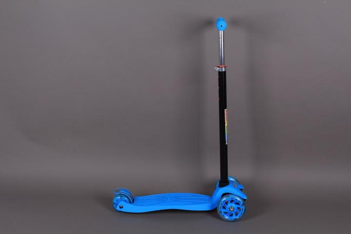 Тротинетка с 3 гуми-светещи