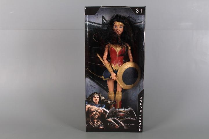 Кукла с чупещи се стави, щит и меч