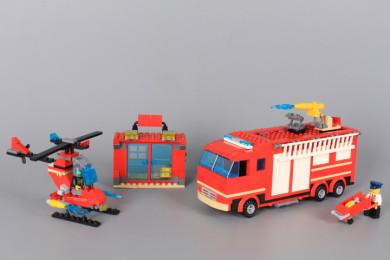 Конструктор Пожарна кола/ пожарна станция 2 в 1-507 елемента