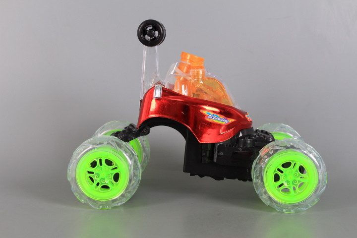Радиоуправляема кола-акробат със сапунени балончета и зареждащи се батерии