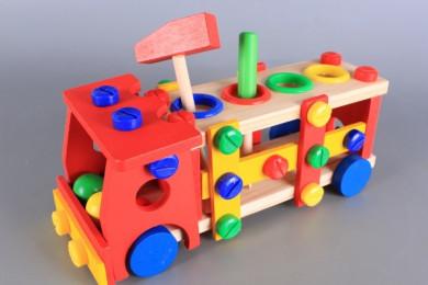 Дървен камион за разглобяване