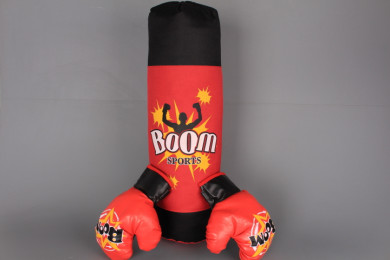 Боксов чувал с ръкавици