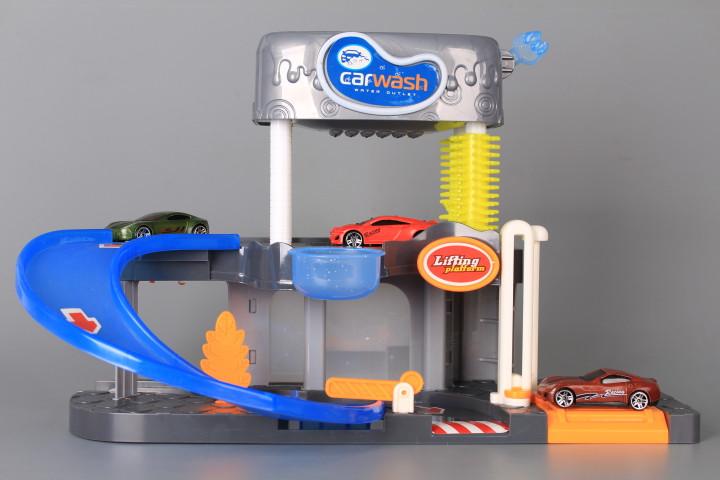 Автомивка с течаща вода и 3 коли сменящи цвета си