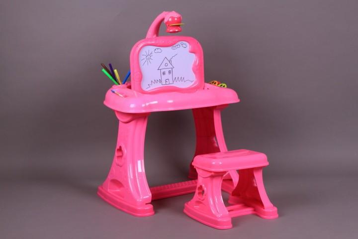 Чин с проектор, стол и магнитни букви и цифри