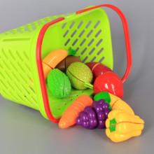 Кошница с плодове и зеленчуци за рязане, котлон и кухненски прибори