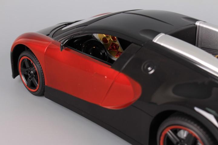 Радиоуправляема кола със светещи фарове и стопове и зареждащи се батерии