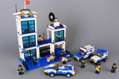 Конструктор Полицейски участък - 818 ел.