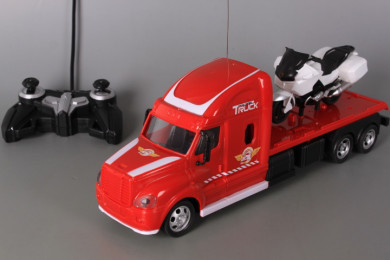 Радиоуправляем камион със зареждащи се батерии и мотор