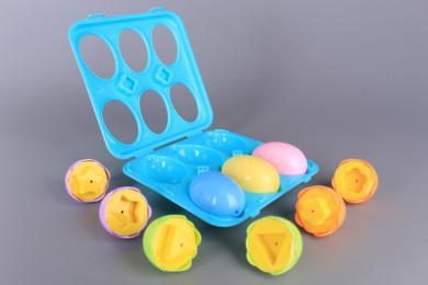 Цветни яйца с формички за напасване