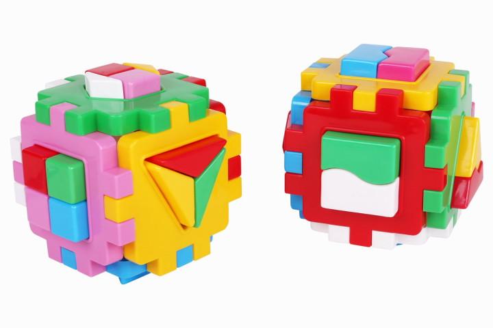 Две кубчета с геометрични форми