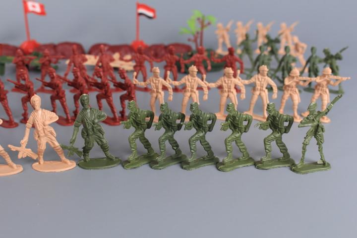 Комплект войници и военни машини